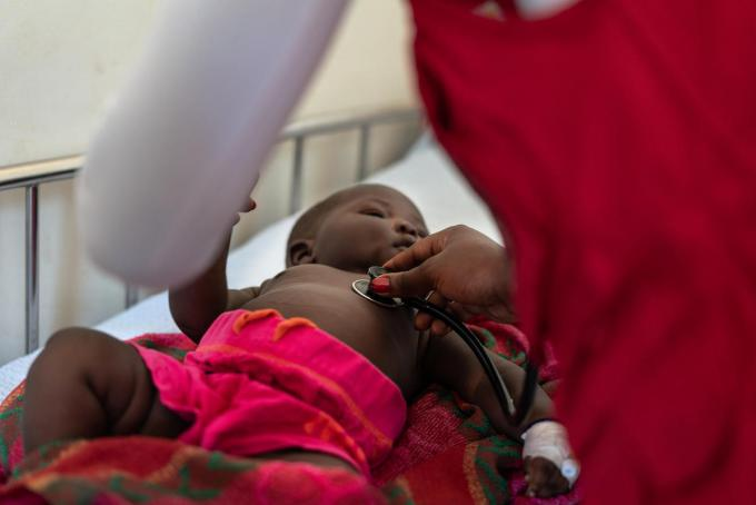 Agnes reviews baby Laurence who has pneumonia. Fredrik Lerneryd / Save the Children