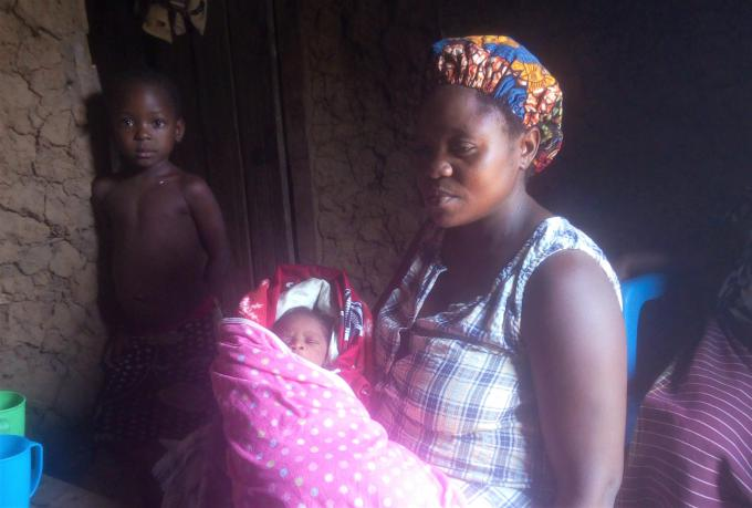 Irene back at home with her newborn baby Peterson. Mbabazi Christine / Save the Children