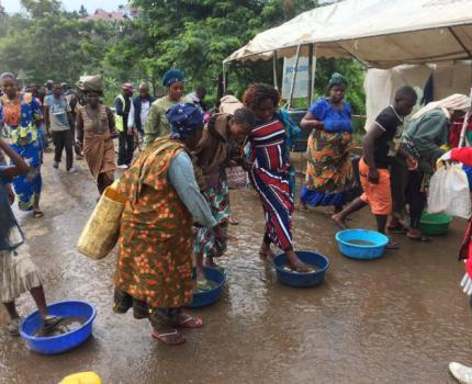 First child dies of Ebola in new outbreak in Uganda
